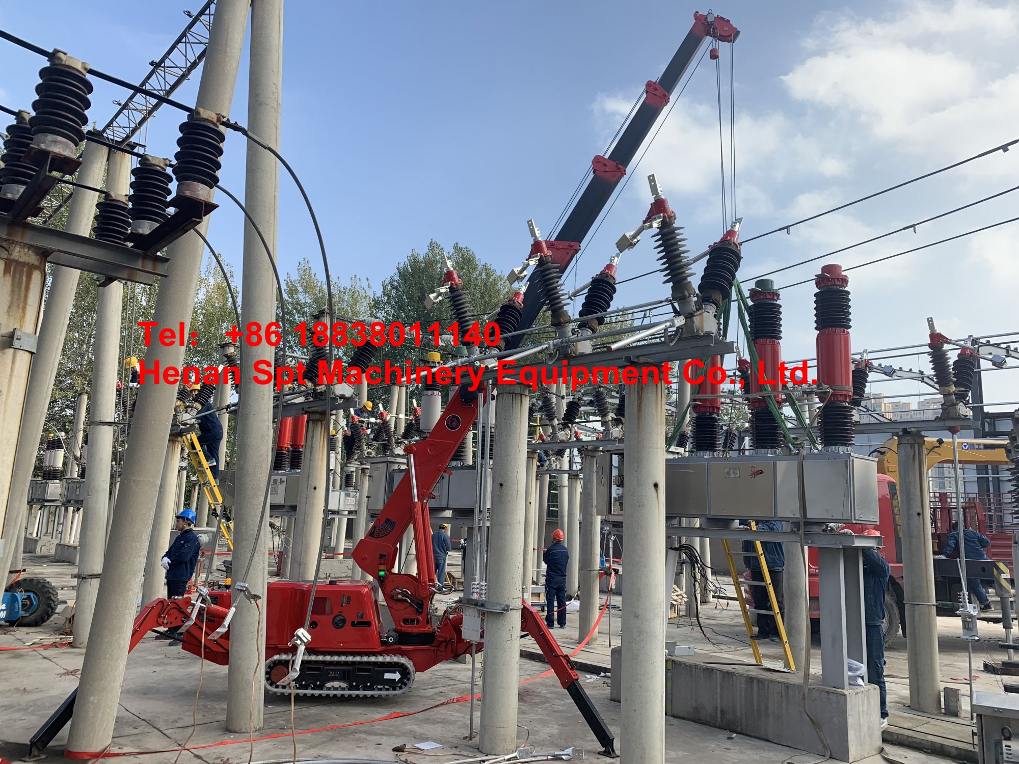 Due to the limitation of working space, the Power Bureau rent the SPT299-3T spider crane to efficiently complete the 35KV circuit breaker maintenance.